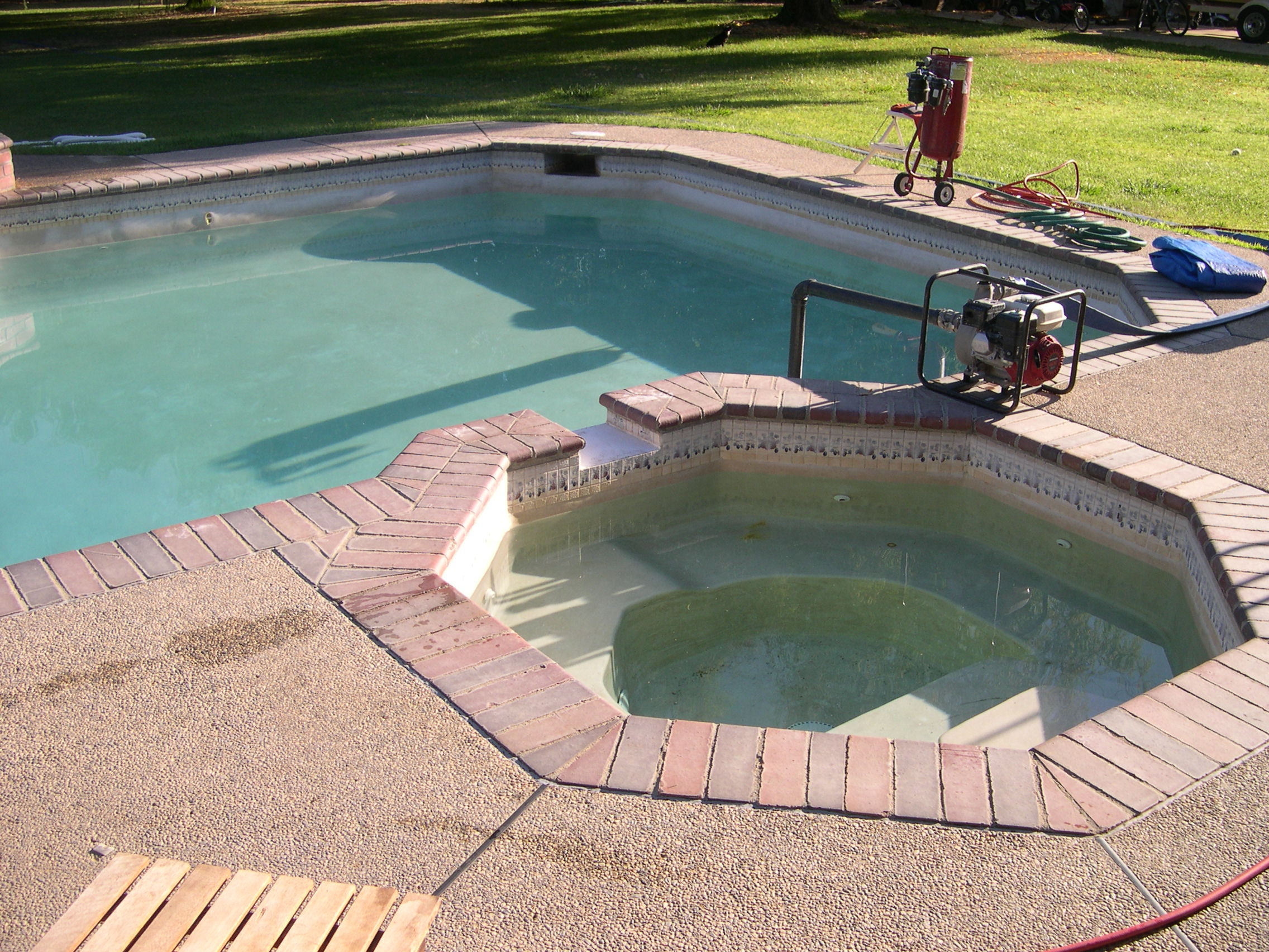 Pool Bull Nose Coping Cleaning - Hess Tile Cleaning